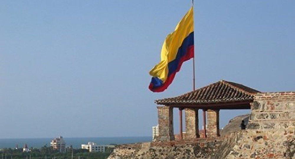 Colombie : plusieurs voitures se trouvent dans une crevasse de la route