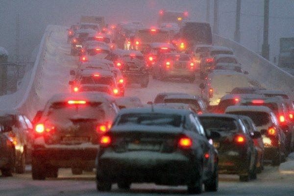 Les accidents n'ont pas été évités et on en a enregistrés 3 400 pour la journée à Moscou. La principale raison était le manque d'attention parmi les conducteurs et l'absense du respect de la limitation de vitesse.