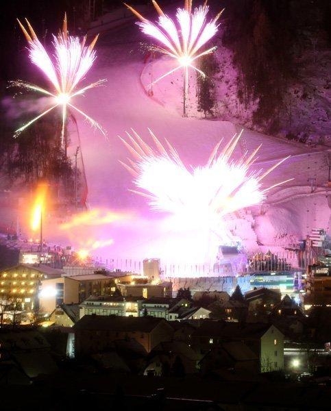 Les Championnats du monde se finiront le 17 février.Ci-contre : les feux d'artifice de la cérémonie d'ouverture des Championnats du monde du ski alpin de Schladming.