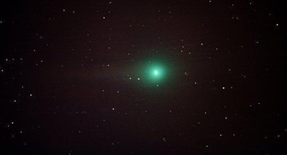 Une comète verte se dirige vers la Terre