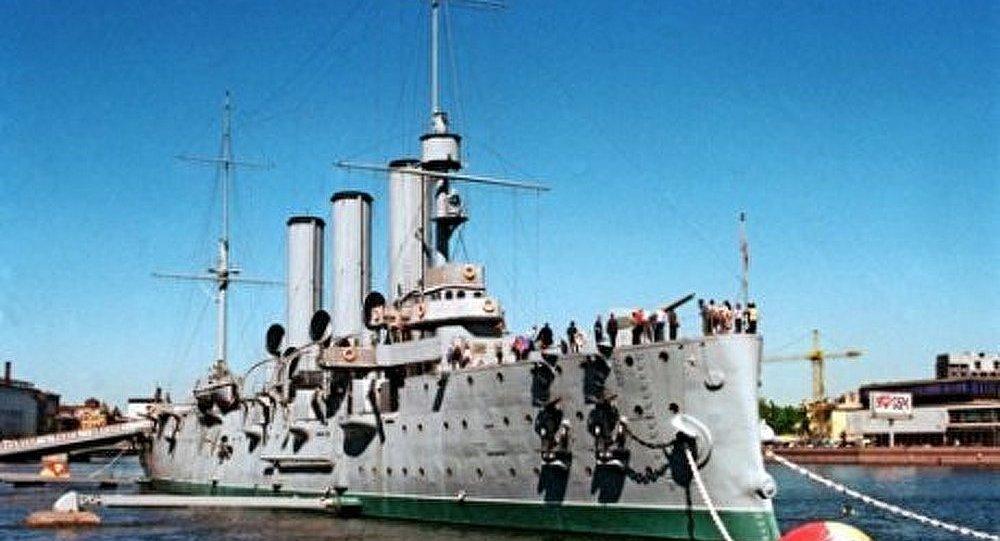 Le croiseur Aurore remorqué fin été 2013
