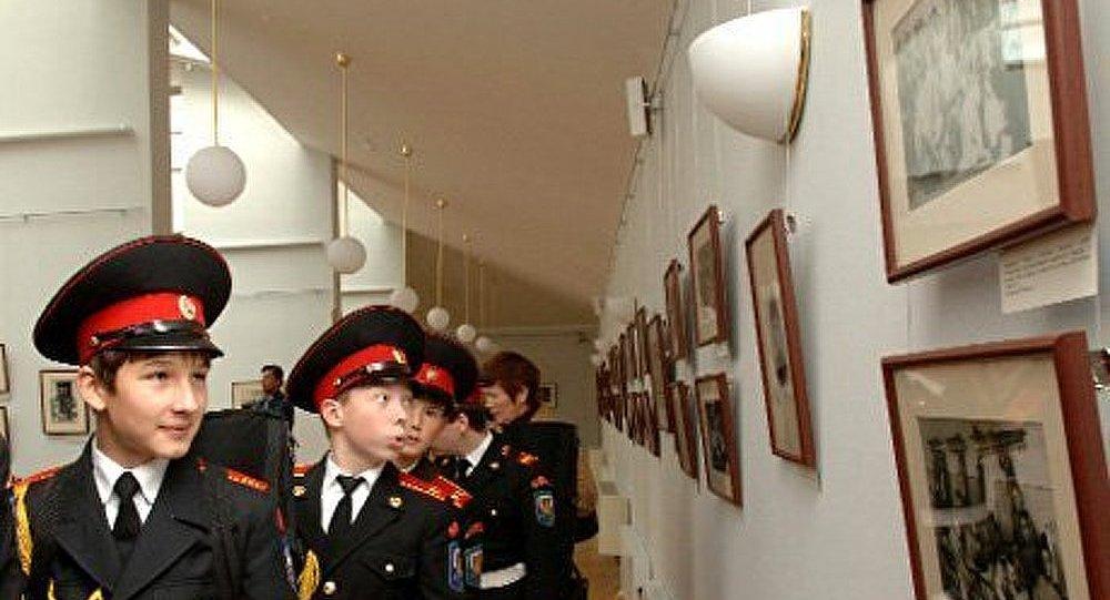Les élèves de l'École militaire de Saint-Cyr à la rencontre des cadets russes
