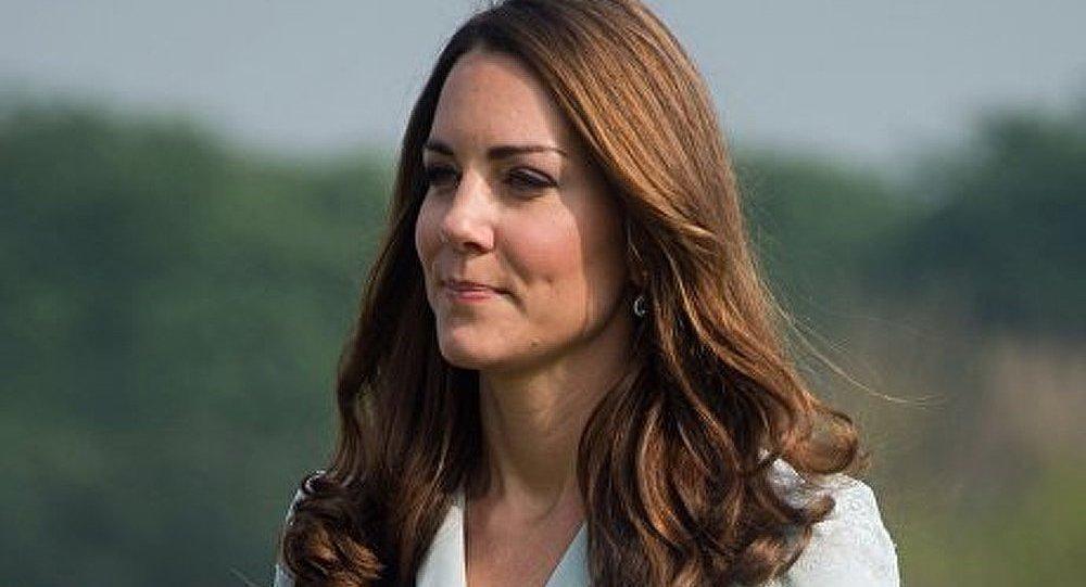 GB : la famille royale condamne des photos de Kate enceinte en maillot de bain