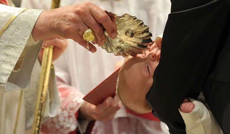 Sur la photo : le sacrément du Baptême à la Chapelle Sixtine
