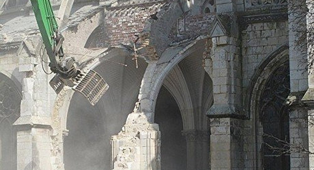 La France détruit maintenant ses églises sans respecter la loi