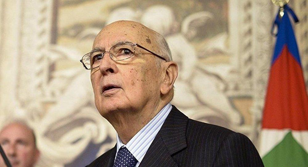 Les Italiens appelés à protester contre Napolitano