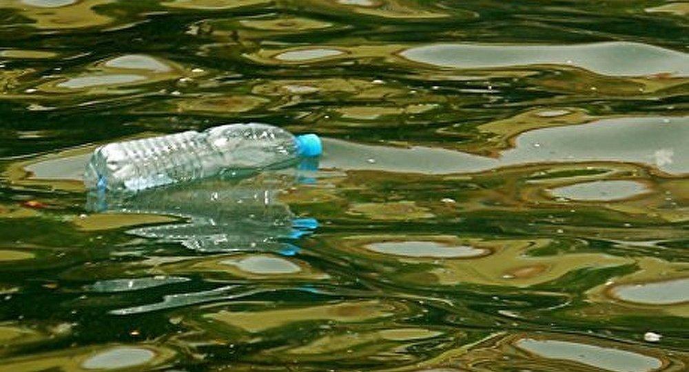Un Français s'attaque au continent de plastique