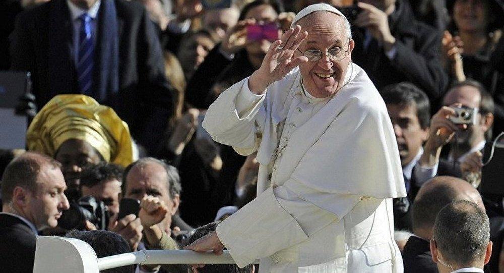 Le pape François a « confessé » devant 200 000 fidèles