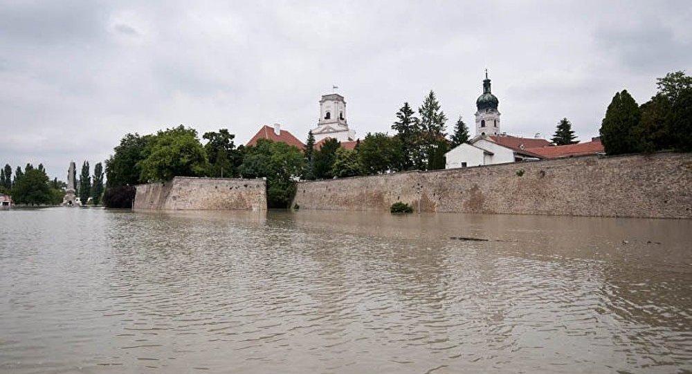 Budapest renforce ses barrages contre les inondations