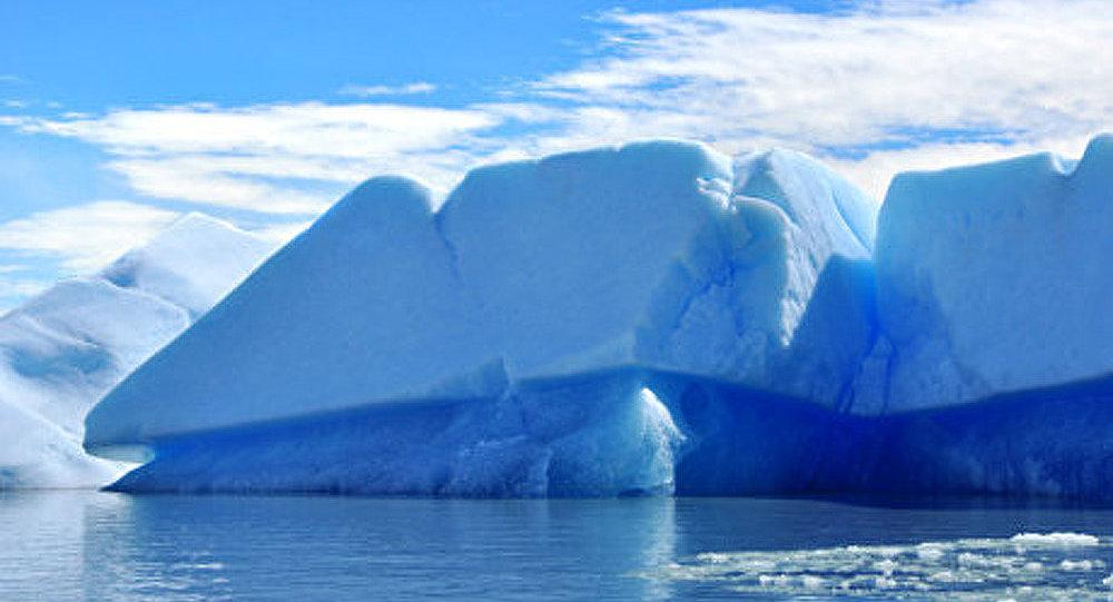 Un iceberg réel sera transporté à Saint-Pétersbourg