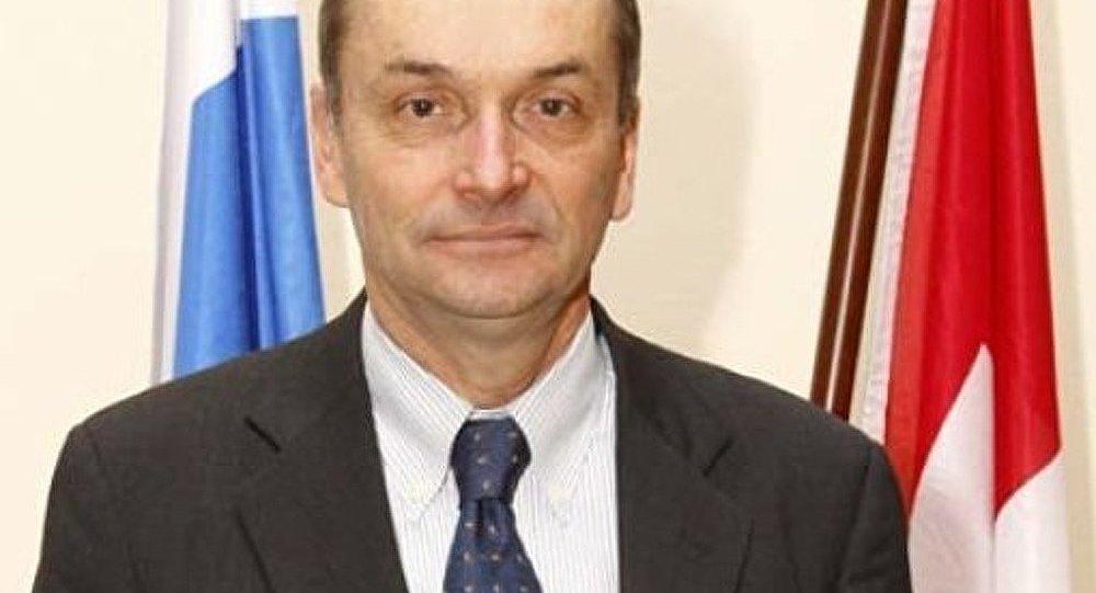 Une conférence de presse de l'ambassadeur de Suisse