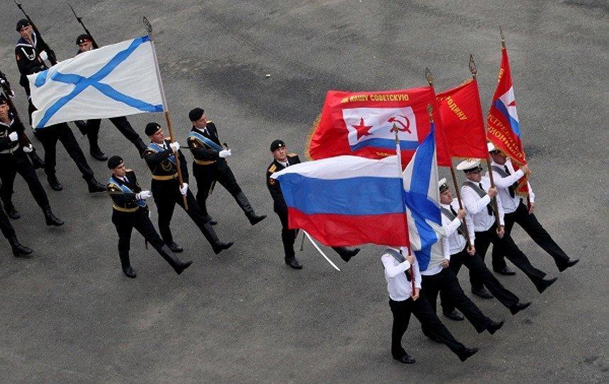 Vladivostok, le centre de commandement de la base principale de la flotte du Pacifique, qui assure depuis près de trois siècles la garde des frontières orientales du pays. Le matin du 28 juillet, une parade militaire a eu lieu dans la baie de l'Amour.