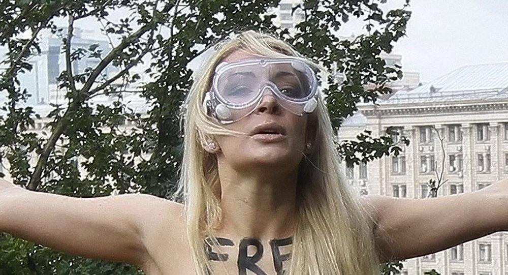 Les activistes FEMEN enlevées ont été retrouvées dans la police