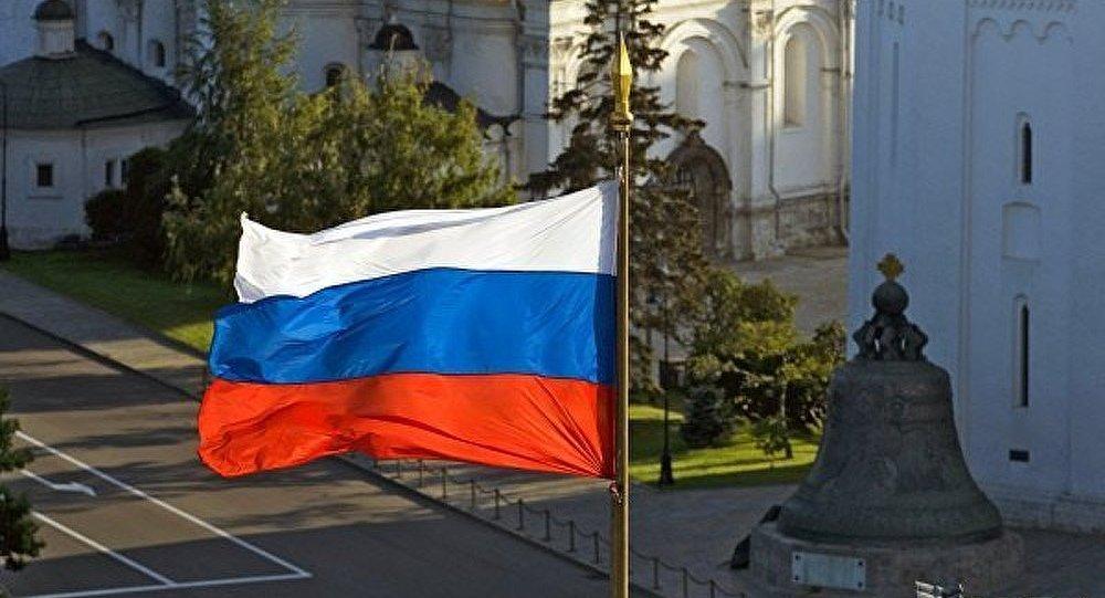 La Russie célèbre la Journée du drapeau national