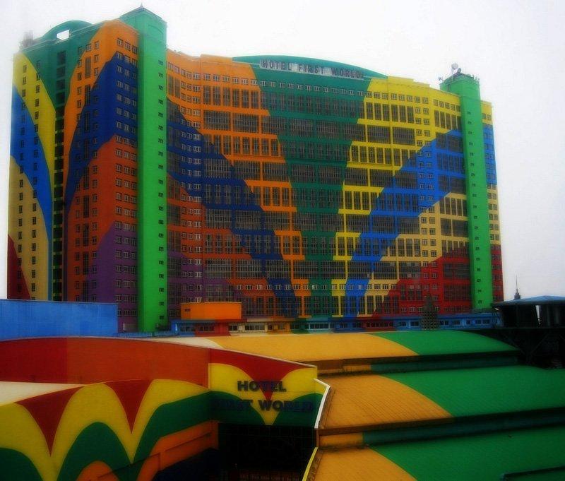 Le First World Hotel est le plus grand hôtel du monde. Situé en Malaisie, il a une capacité de 6000 chambres.