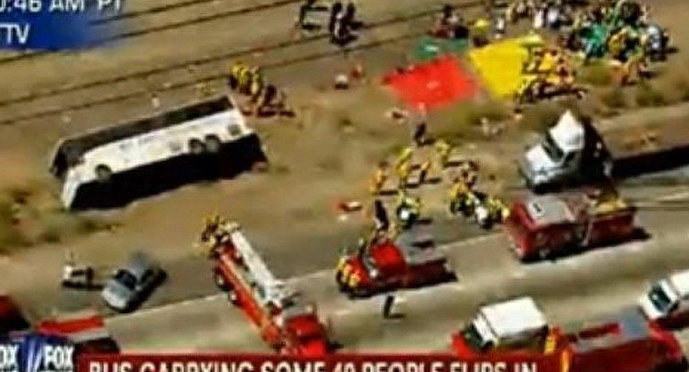 Un bus touristique s'est renversé en Californie (Vidéo)