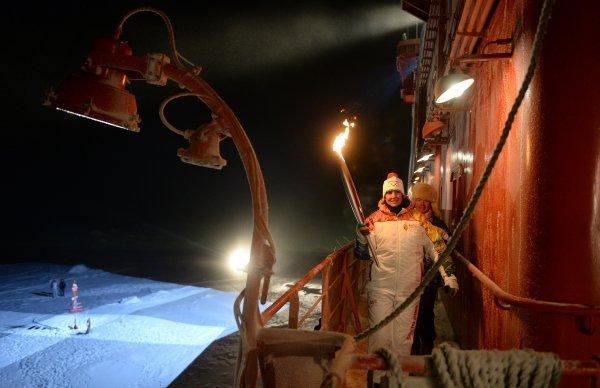 Les glaciers du pôle Nord domptés par la Flamme olympique