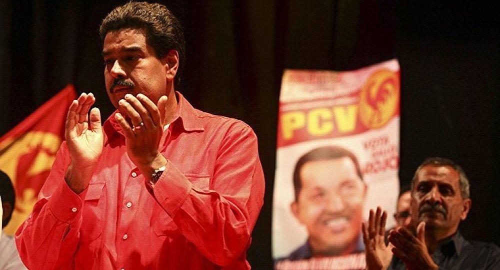 Le leader vénézuélien a vu l'image de Hugo Chavez sur un site de construction du métro