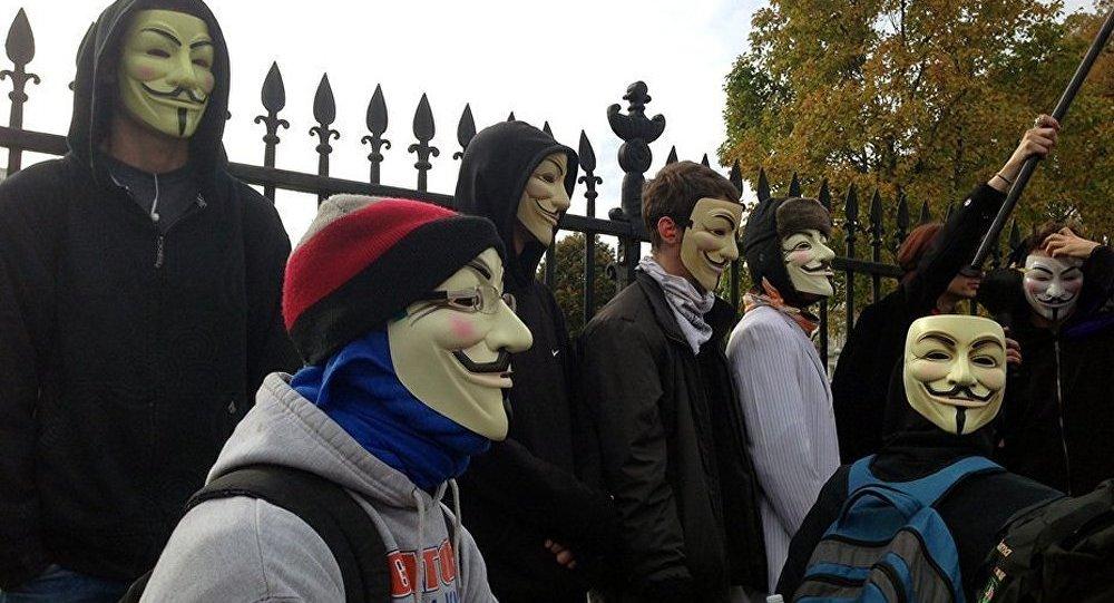 GB : manifestation des Anonymous contre l'austérité près de Buckingham Palace