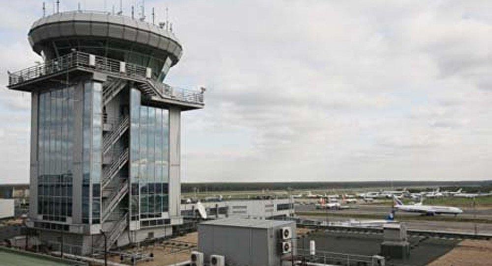 Un avion atterrit d'urgence à l'aéroport Domodedovo