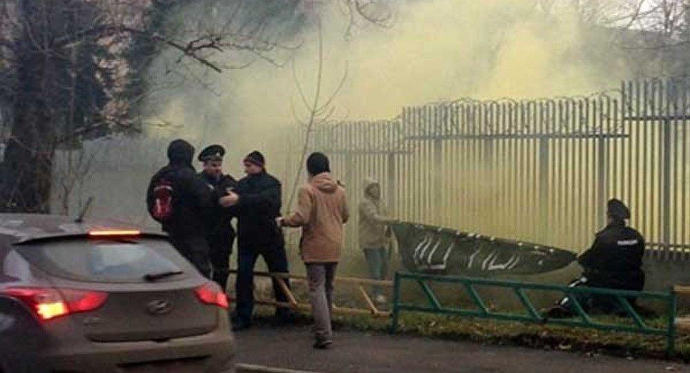 15 jours de prison pour les manifestants ayant attaqué l'ambassade de Pologne en Russie