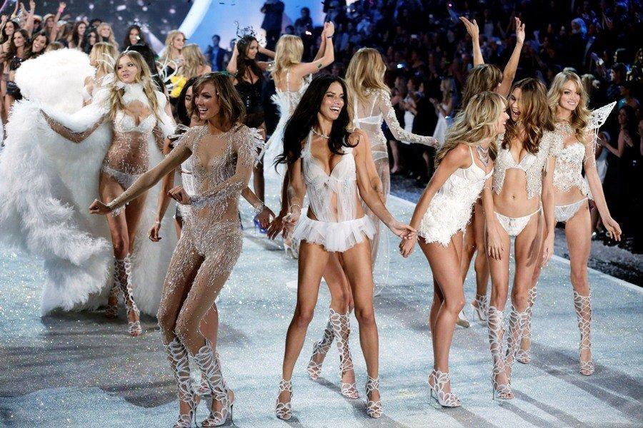 Alessandra Ambrosio, Candice Swanepoel, Doutzen Kroes, et d'autres modèles célèbres ont joué les Anges dans le traditionnel spectacle de Victoria's Secret.