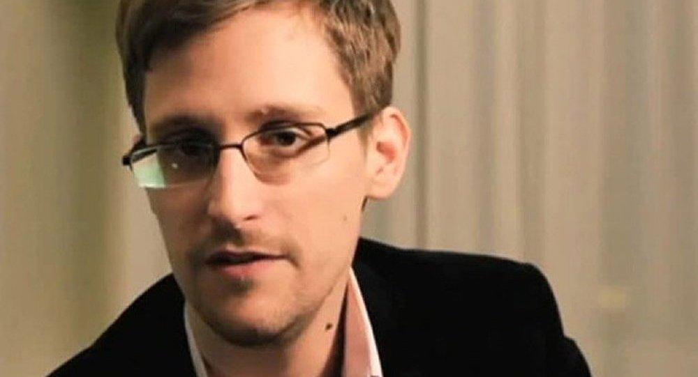 Conférence de presse en ligne de Snowden