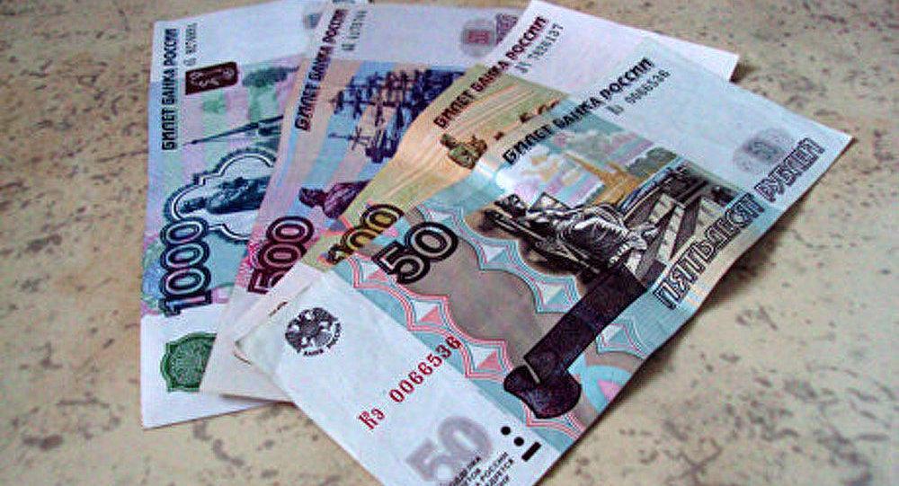 Le rouble perd 10 % par rapport au dollar