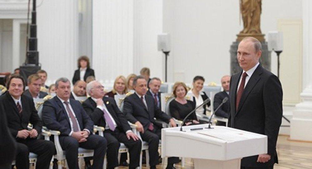 Poutine signe un décret sur la reprise du programme GTO