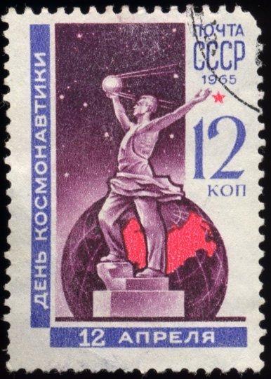Sur la photo : un timbre postal consacré à la Journée de l'astronautique, 1965.