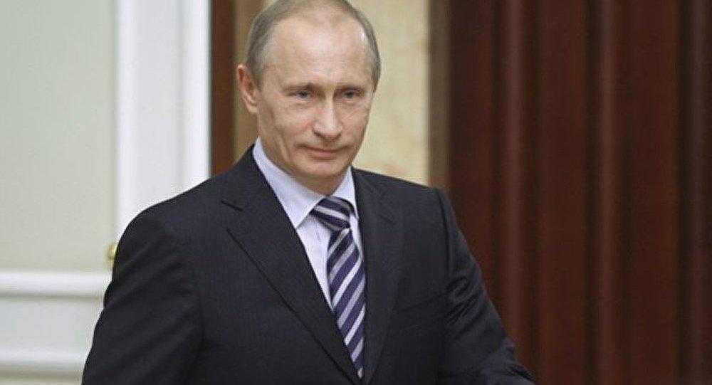 Poutine gagne moins que la plupart des ministres de son gouvernement