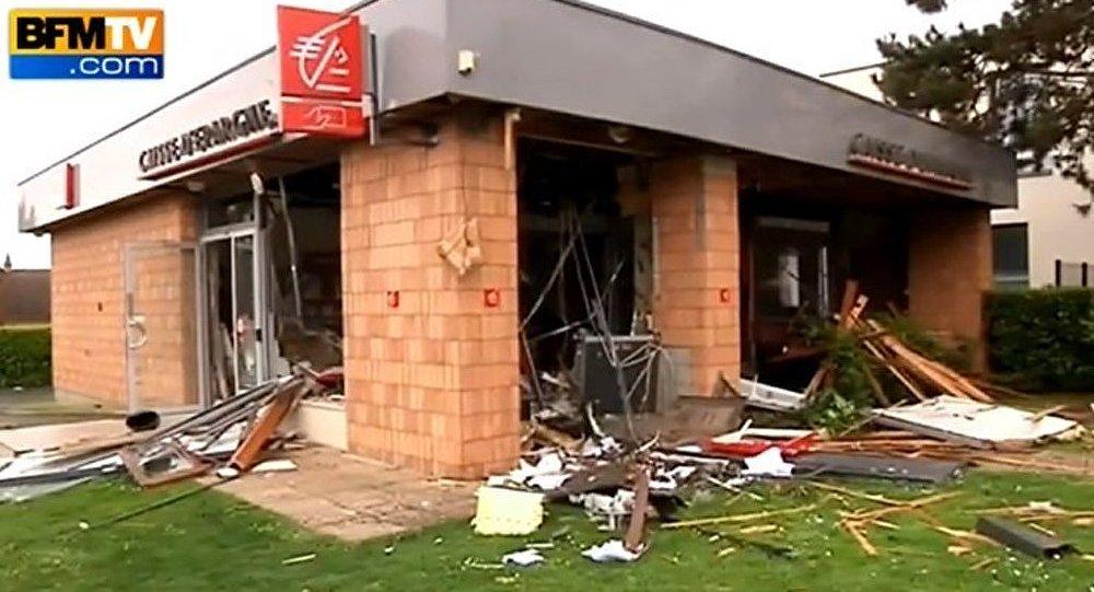 France : une agence bancaire détruite par une explosion de gaz