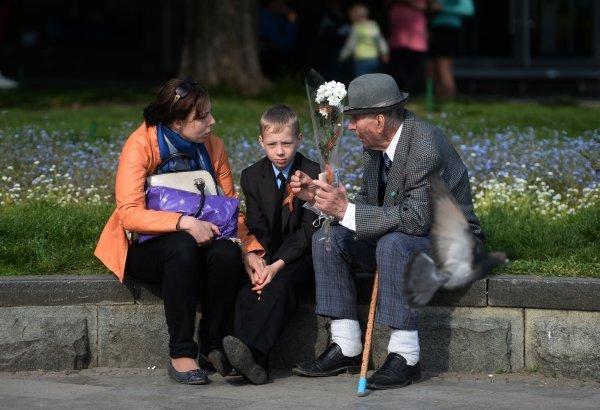 Photo : les habitants de Ialta (Crimée) sur l'une des rues de la ville.