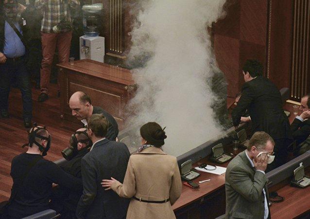 Des gaz lacrymogènes de nouveau lancés à l'intérieur du parlement