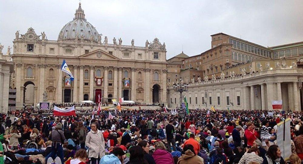 La canonisation de deux Papes aimés des peuples