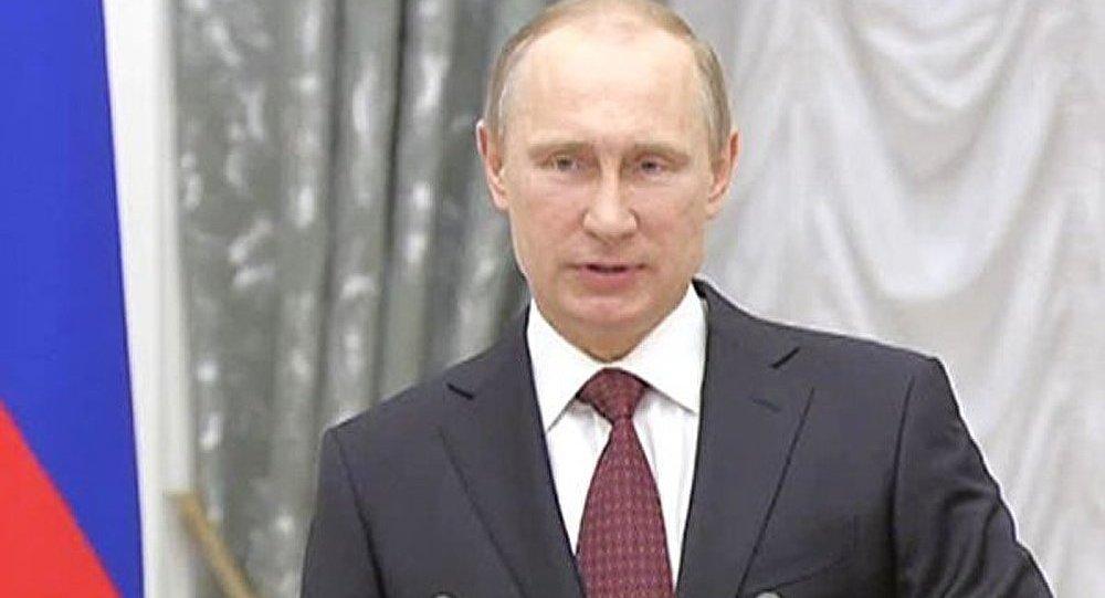 Les Héros du Travail oeuvrent pour créér un pays fort et prospѐre (Poutine)