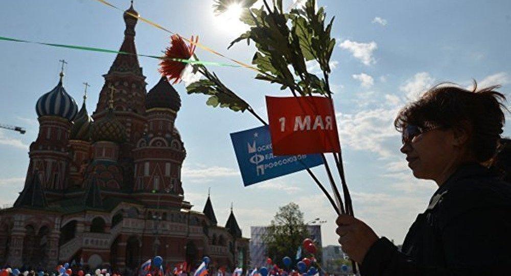 100.000 personnes sur la Place Rouge à Moscou pour un 1er mai patriotique