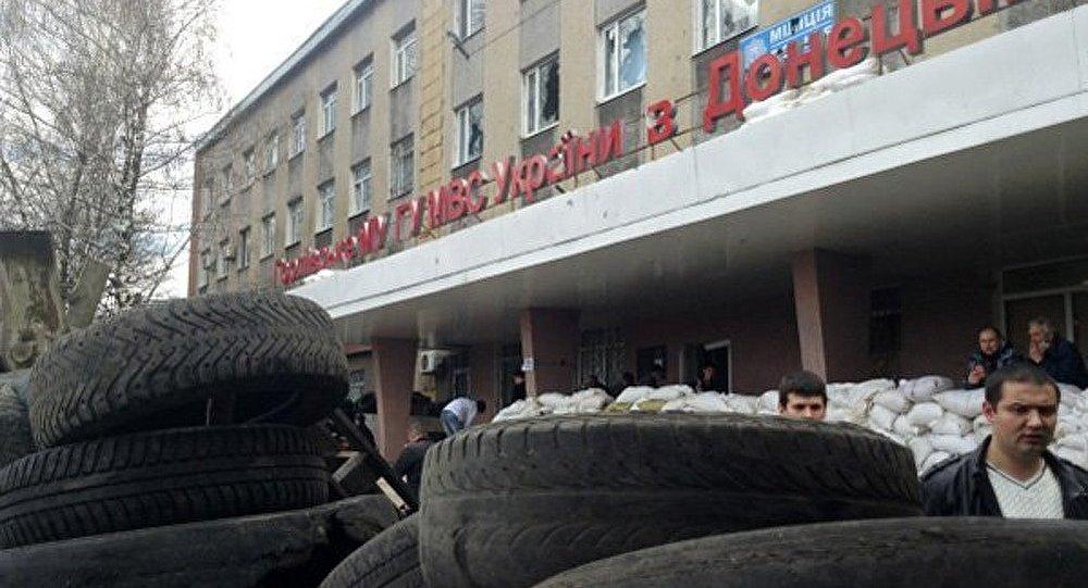 Ukraine : des hommes masqués occupent le parquet de Gorlovka