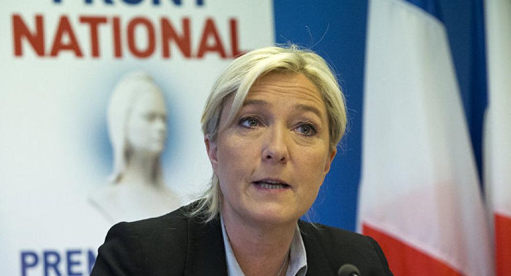 « Attention Mme Merkel », prévient Marine Le Pen dans la presse allemande