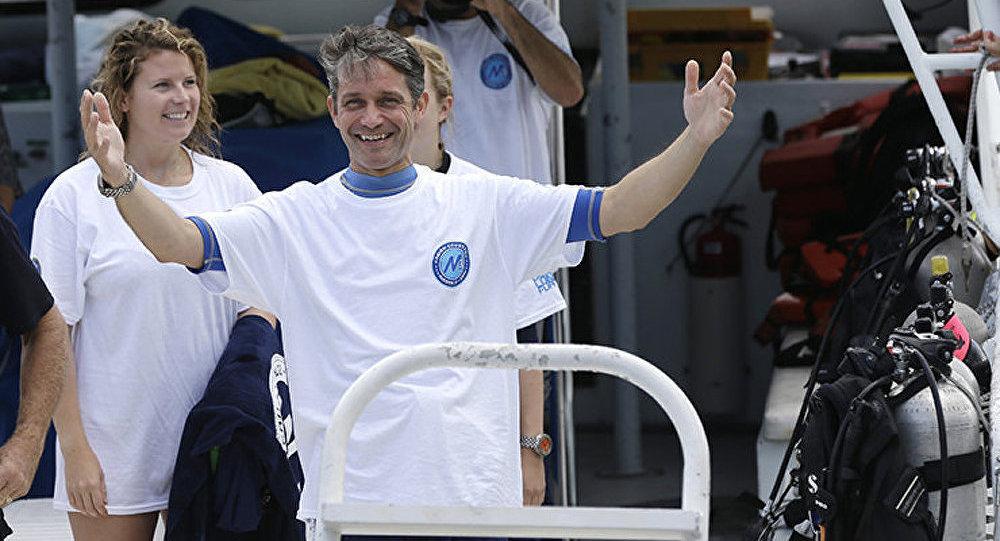 Le petit-fils du commandant Cousteau passe 31 jours sous l'eau et bat le record de son grand-père