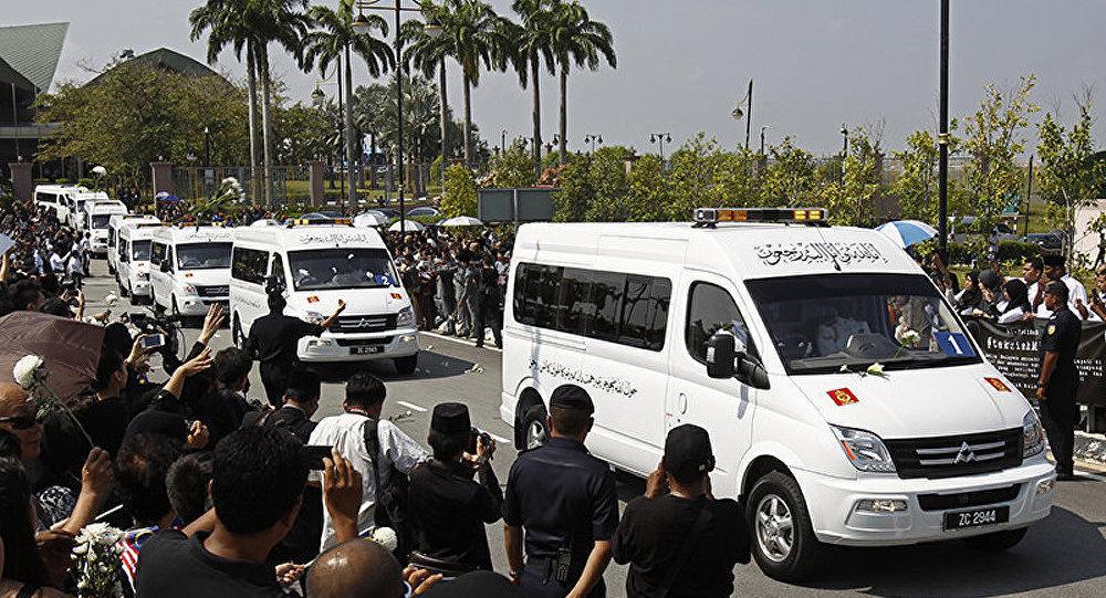Vol MH 17 : les corps des victimes transportés en Malaisie