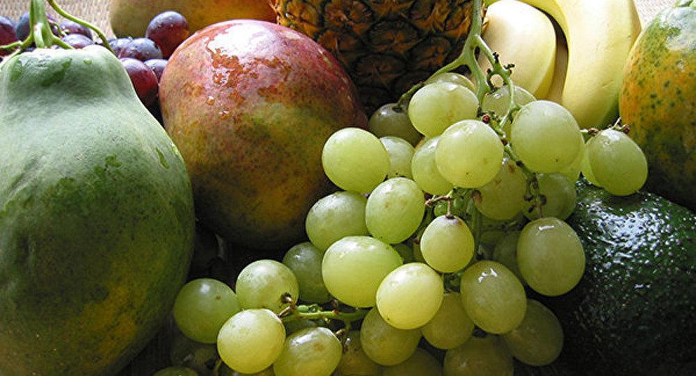 Grèce: les fermiers distribuent leurs fruits gratuitement