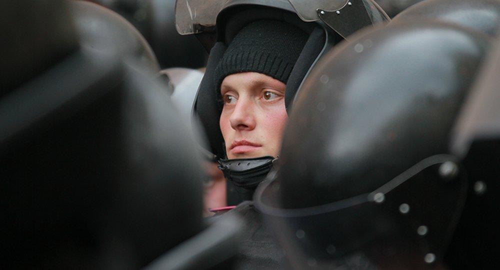 Une centaine de personnes participent à la Marche de la paix à Kharkov