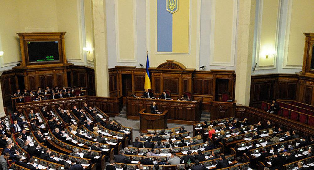 Ukraine: le parlement approuve la levée du statut hors bloc