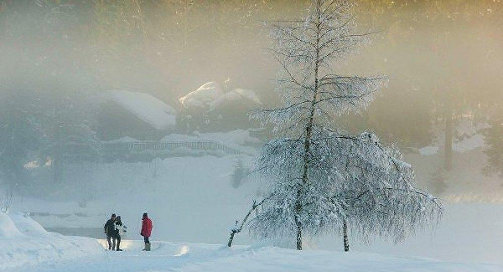 Neige sur les Alpes françaises: des Britanniques bloqués dans un gymnase