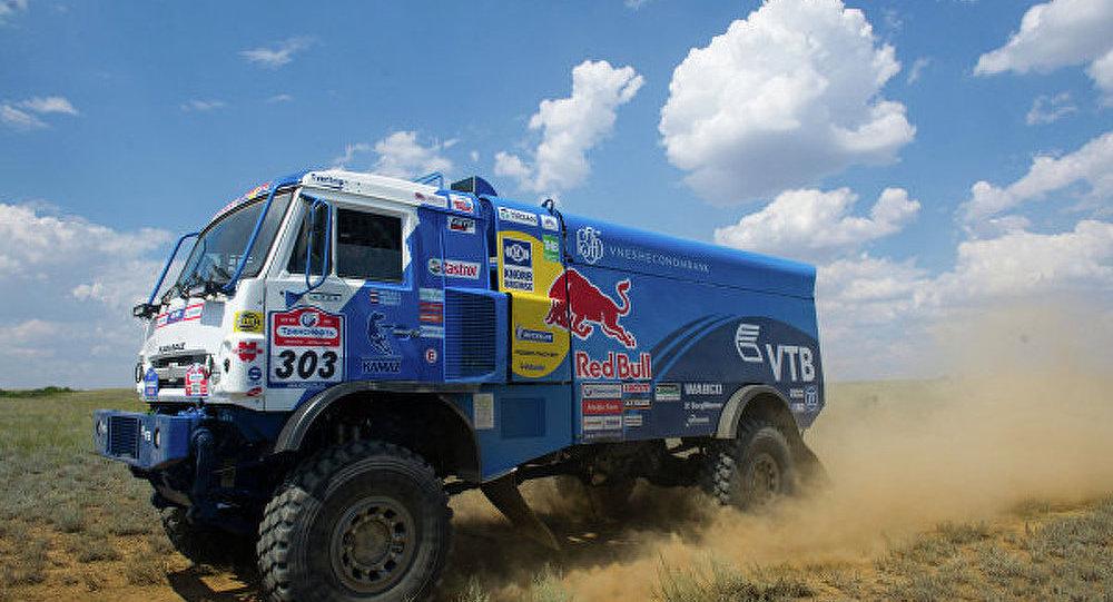 Dakar 2015 - camions: le Russe Mardeev prend les rênes de la course