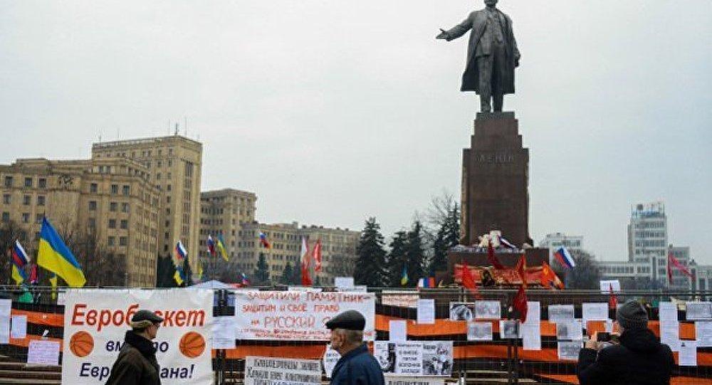 Ukraine: plus de 500 statues de Lénine détruites en un an