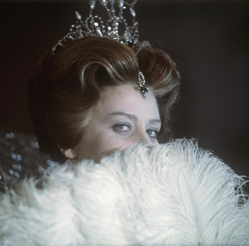 Elena Obraztsova a fait ses débuts au Bolchoï en 1963 dans le rôle de Marina Mniszek de l'opéra Boris Godounov de Modeste Moussorgski.