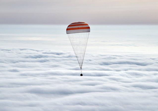 Après 340 jours dans l'espace, l'équipage de l'ISS a atterri