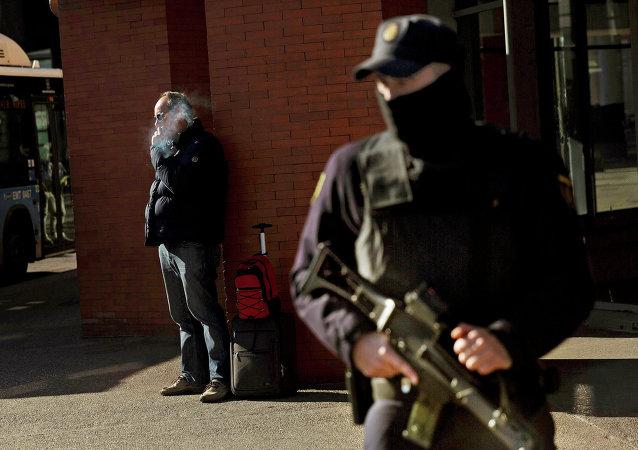 Le policier espagnol dans la rue